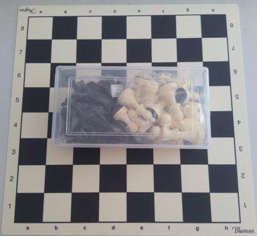 Tablero rígido de plástico + piezas Staunton nº6