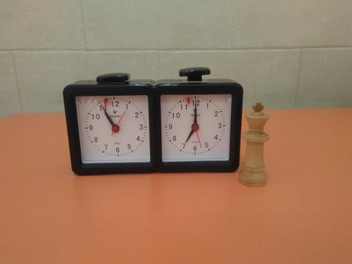 Reloj analógico + Pendrive 8 GB