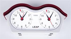 Reloj analógico Leap con botones en forma de labio